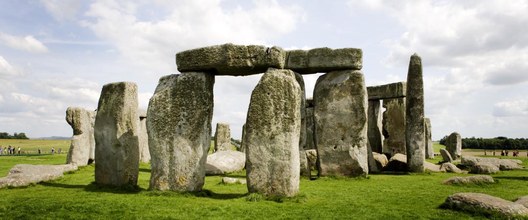 el famoso en todo el mundo la UNESCO, Stonehenge, es visita obligada en cualquier viaje a Inglaterra, dando un vistazo a una distancia, prehistórico pasado.