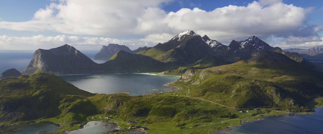 Stay at a hostel in picturesque surroundings in the heart of Lofoten, in the fishing village of Ballstad.