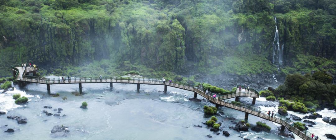 visita una de las más famosas maravillas naturales de Brasil - Cataratas del Iguazú el aliento.