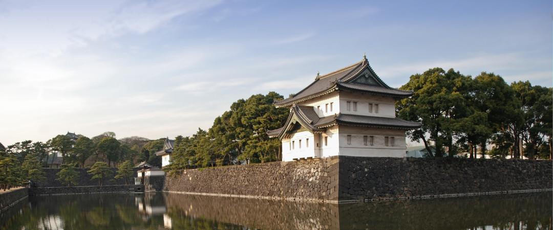 sólo a un corto paseo de distancia, no se pierda el pintoresco Palacio Imperial.