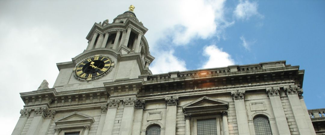 St. Paul's Cathedral es uno de los más famosos y misteriosos lugares en Londres y es un excelente punto de partida para los turistas.