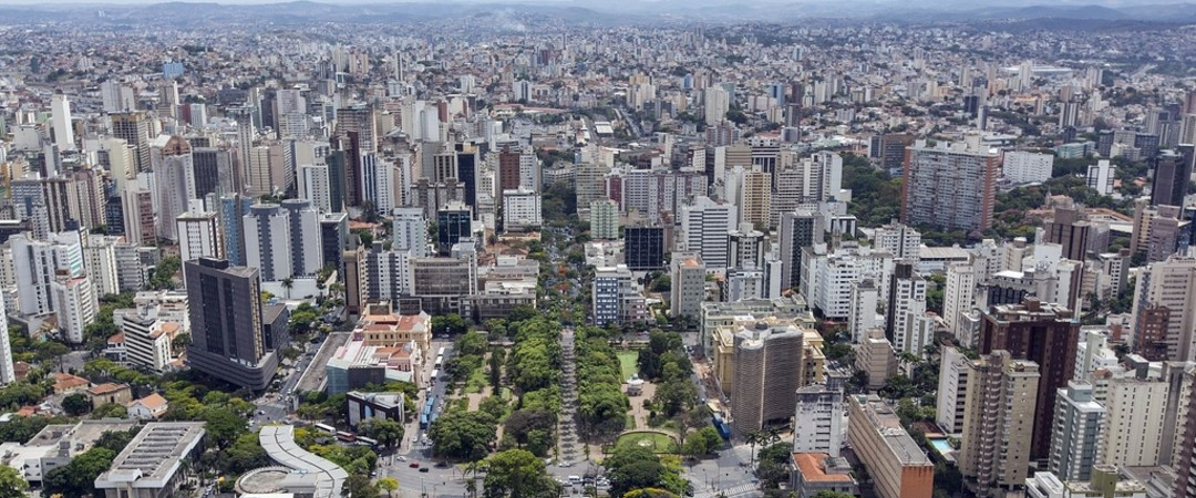 Belo Horizonte is a sprawling urban metropolis sandwiched between beautiful mountains - the best of both worlds.