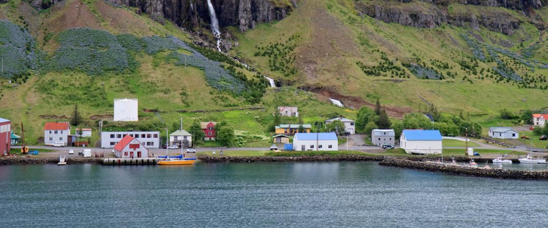 visitar una de las ciudades más pintorescas de Islandia - una ubicación perfecta para los amantes de la naturaleza.