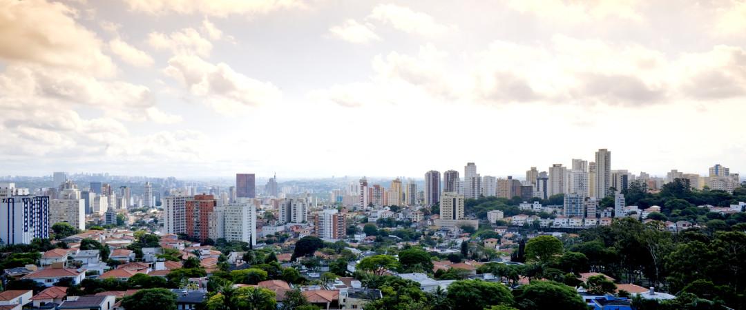 a pie desde nuestro hostal al parque donde las semillas del Brasil la independencia fueron sembradas luego caer en la historia llena Museo Paulista.