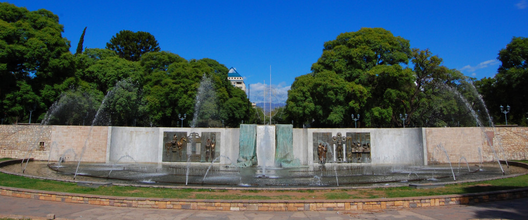 Stay close to the central main square of the city, as this is the best starting point for exploring downtown Mendoza.