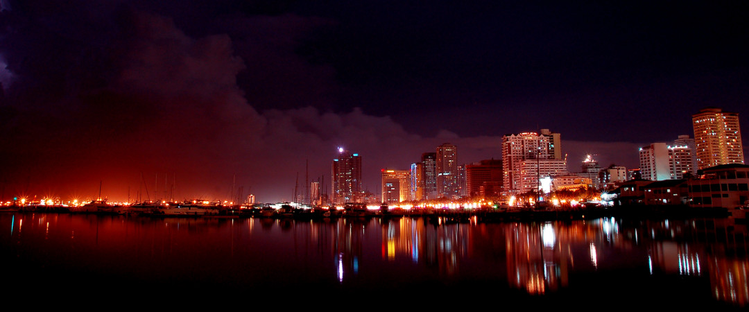 The sunset over Manila Bay is so stunning and beautiful that it is one of the city's main highlights.