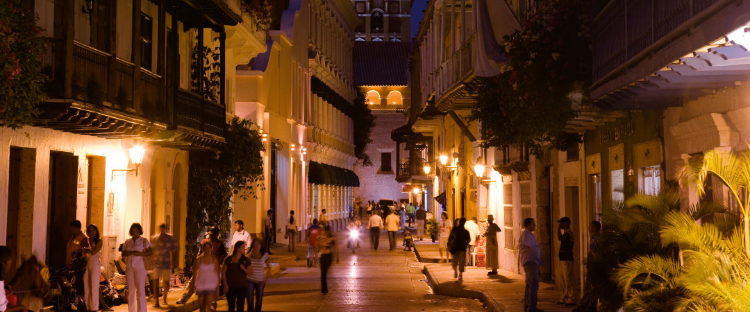 Take a stroll around the Old Town, a real jewel of colonial architecture, and enjoy its atmospheric setting.