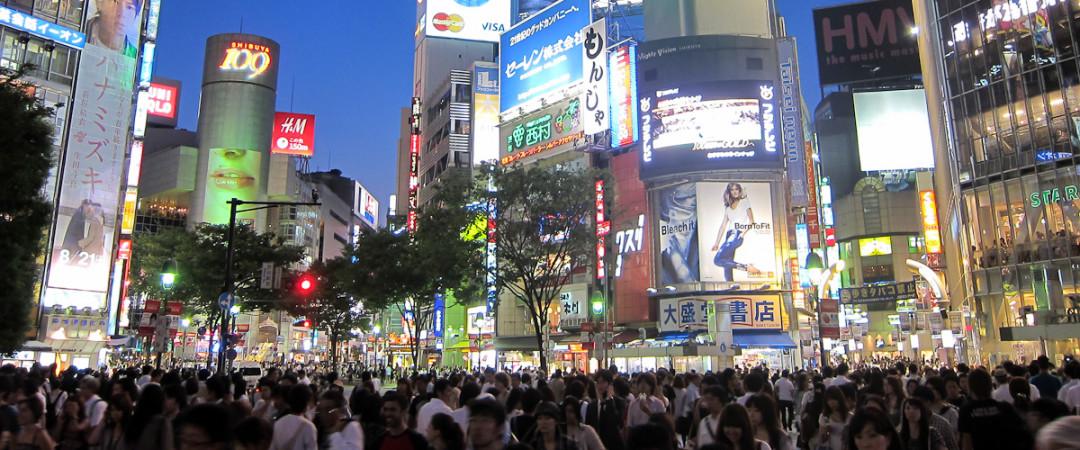 estancia cerca de una de las ciudades más bulliciosas intersección; Shibuya Crossing dejará su mente con sus multitudes de personas y luces de neón ardiendo.