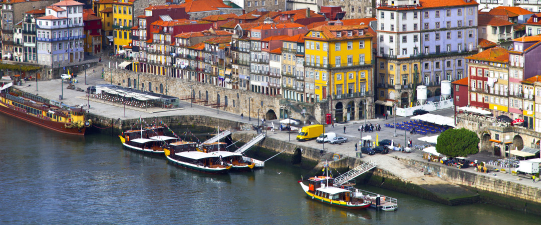 Wake up to breathtaking panoramic views of the glittering Douro river when you stay at our hostel.