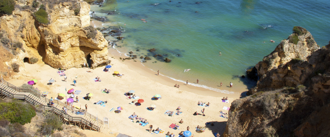 The turquoise waters, rocky coves and sun-baked sands of the Algarve are well within reach when you stay at our hostel.
