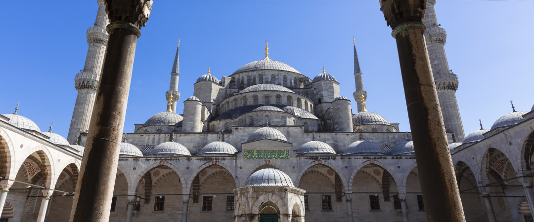 A trip to see the beautiful Blue Mosque in Istanbul and then shopping in the colourful bazaar - can there be a better way of spending a day?