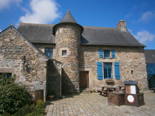 Brittany Tripbook - Hostels Worldwide - Hostelling ...