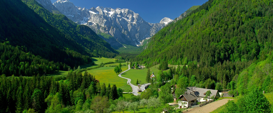 Nature played with this region and created the stunning Logarska Dolina surrounded by mountain peaks over 2000m high.
