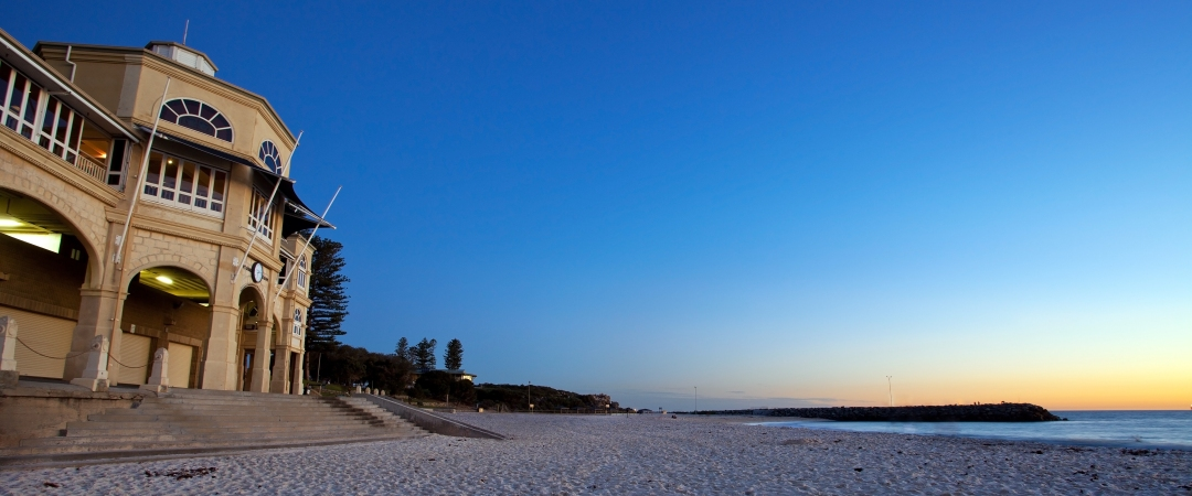 Organise an evening picnic with your friends and watch the sunset from Cottesloe Beach