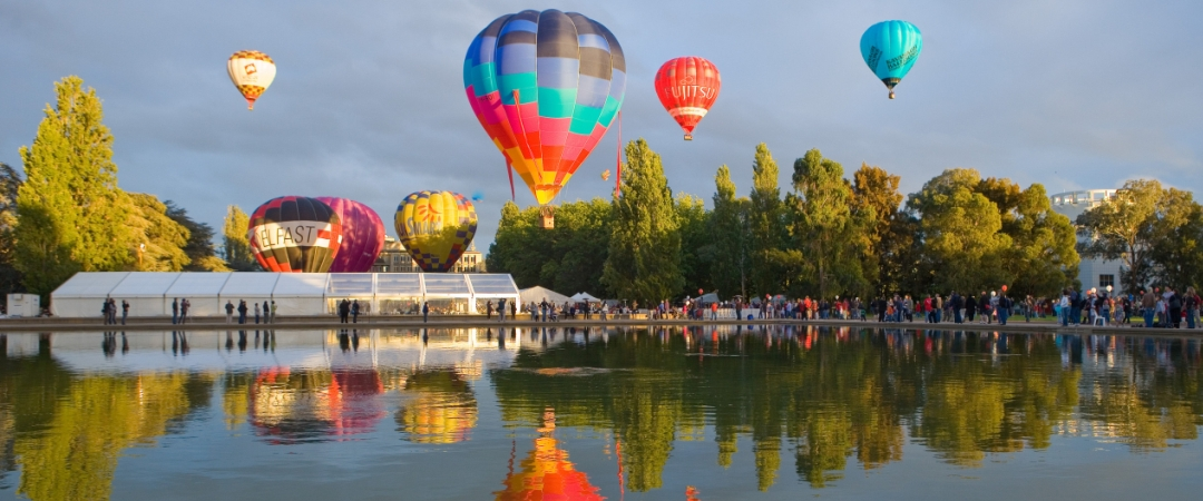 Enjoy the vivid colours of the Canberra Festival's Balloon Spectacular.