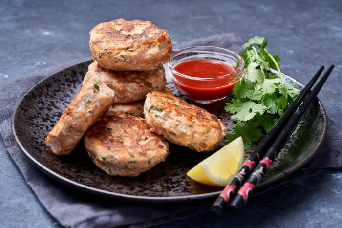 Thai flavoured salmon fish cakes
