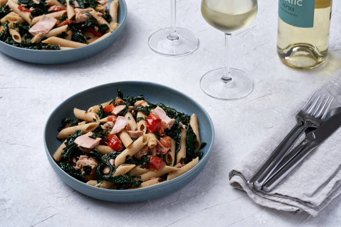 Wholewheat pasta with tuna, cavolo nero and tomatoes