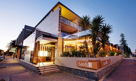 Narrabeen: 1-, 2-, or 3-Night Getaway for Two with Breakfast, Drinks & Late Check-Out at Quality Hotel – The Sands Hotel