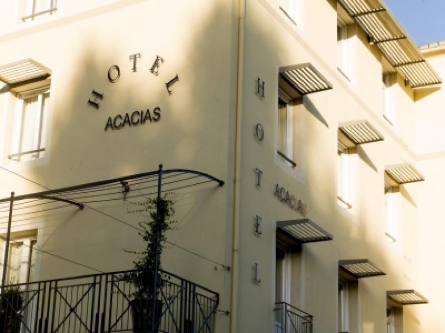 Hôtel acacias à Arles