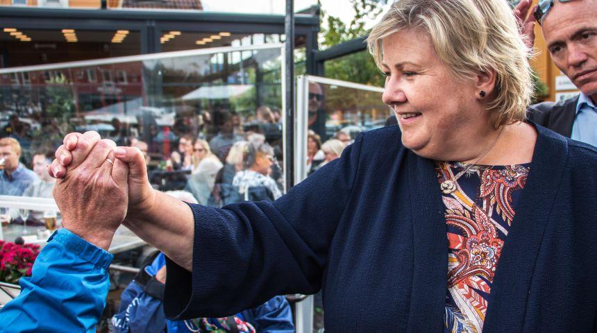 Erna Solberg på fiskebryggen i Kristiansand sommeren 2017. Foto: Cecilie V. Jensen