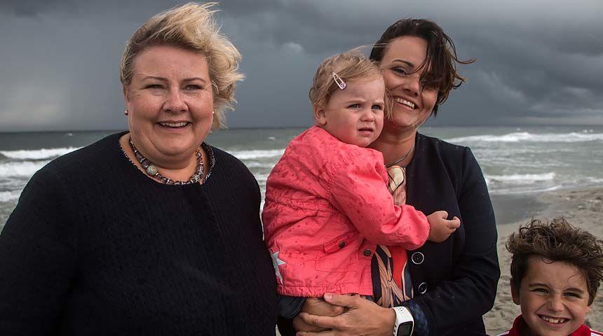 Friskt: Margret Hagerup og barna hennes møtte Erna Solberg under hennes Vestlandsturné tidligere i år. Her på Orrestranda på Jæren. Foto: Cecilie V. Jensen