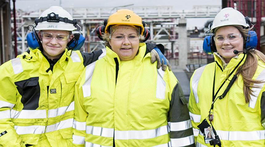 Statsminister Erna Solberg vil skape nye arbeidsplasser i oljenæringen