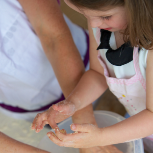 Mummy Cooks: Involving Children in the Cooking Process