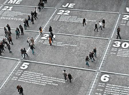 Kalender op straat met mensen