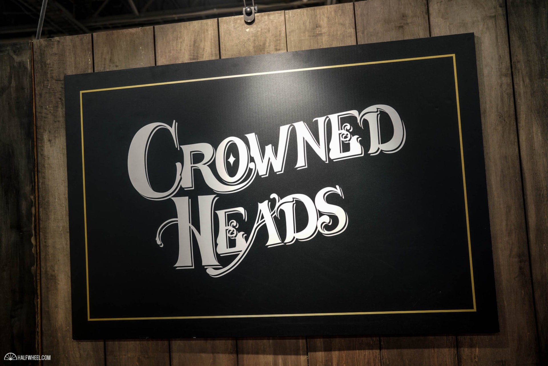 Crowned Heads Plans Four Kicks Capa Especial Featured Image