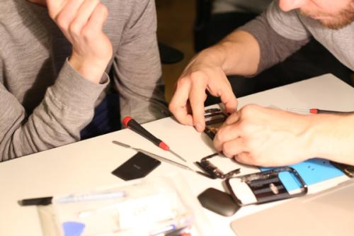 Repariere dein Handy mit Videoanleitung selbst