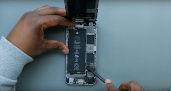 Apple iPhone 6s Akku Reparaturanleitung Schritt 3: Lösen der Akkuflexverbindung