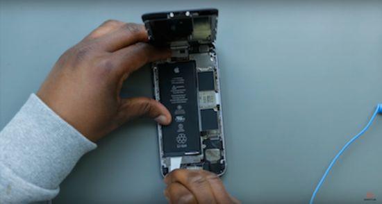 Apple iPhone 6s Akku Reparaturanleitung Schritt 4: Abziehen der Klebestreifen