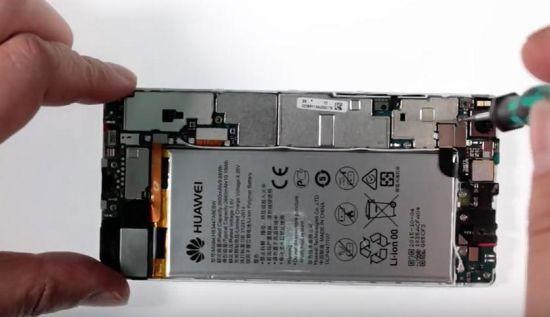 Huawei P8 Display Reparaturanleitung Schritt 3: Entfernung der Flexabdeckung für die Kameraverbindung