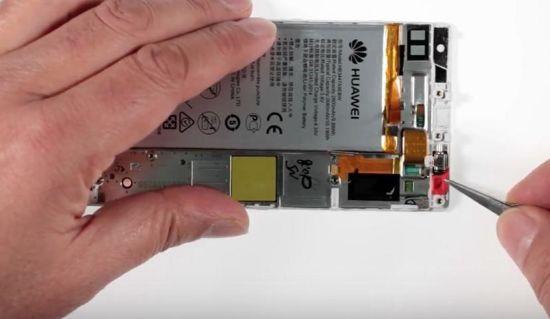 Huawei P8 Display Reparaturanleitung Schritt 9: Entfernung des Vibrationsmotors