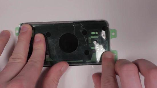 Samsung Galaxy S7 Display Reparaturanleitung Schritt 16: Backcover neu verkleben