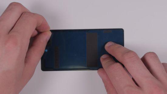Sony Xperia Z3 Compact Backcover Reparaturanleitung Schritt 3: Auf dem neuen Backcover Kleberahmen anbringen