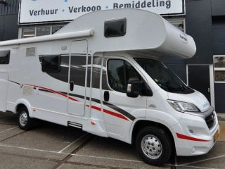 Familie dubbele bedden (1) – Spacious, luxurious and young six-person alcove camper with double beds