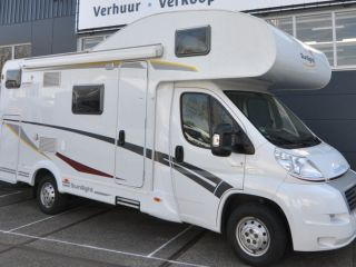 Familie stapelbed (11) – Spacious, luxurious and young six-person alcove camper with bunk beds