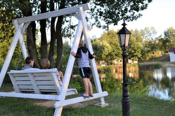 Saskia, Lex, Gijs en Teun trekken in 20 weken door Europa: Nederlandse campingbazen in Oost-Europa doen het goed