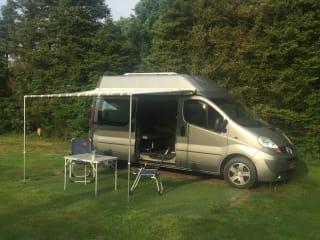 Kiwi –  KIWI 2 Renault trafic eco bus camper geheel zelfvoorzienend + standkachel