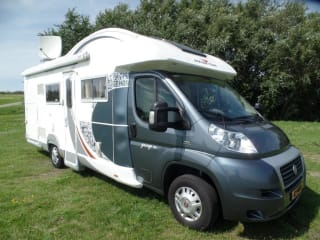 Camper 8 - Luxe 5 persoonscamper – camper 8 Luxury 5 person camper with leather upholstery with many extras