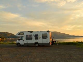 111 Knaus Ureterp – 6 persoons familiecamper te huur met zonnepaneel en omvormer 220V