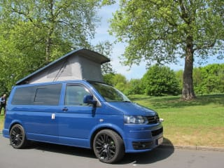 Stylish VW T5 4 berth camper van w/aircon & heater