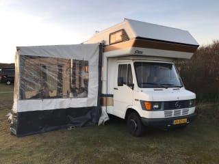 Clou – Prachtige ruime retro Camper - Automaat op LPG - Mercedes Clou 570