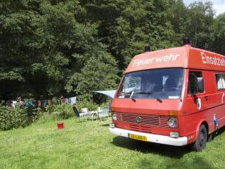 Voormalige commando voertuig van de Duitse brandweer uit 1984.
