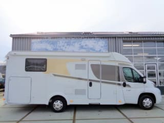 Spacious camper for 4 people, single beds / CSB4