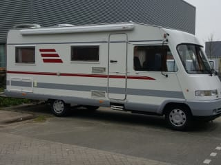 Camper 5 - 6 persoons integraal – Camper 5-6 persons integrated motorhome