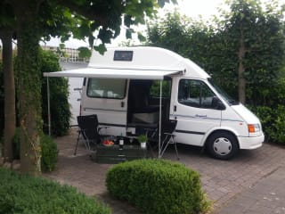 Nugget – Make a fun Road Trip through the Netherlands FORD NUGGET1 factory camper