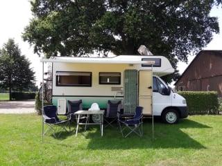 """""""Sminty Minty"""" – Fijne Fiat Ducato (gezins)camper: vanaf 23 augustus nog beschikbaar!"""