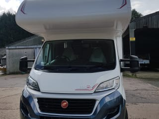 6 Berth Beautiful Motorhome Fiat Rollerteam 277